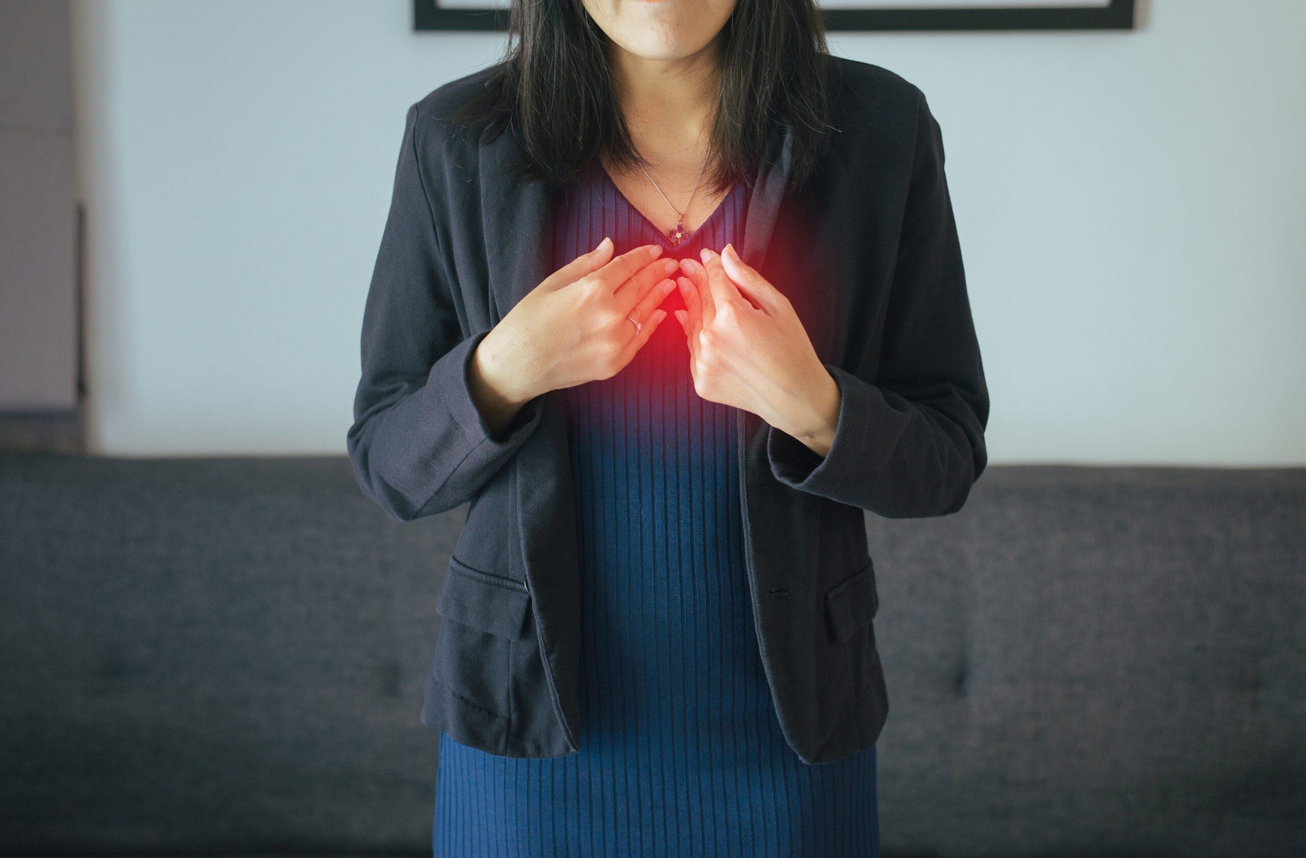 asian-women-having-or-symptomatic-reflux-acids-XY7ESLV